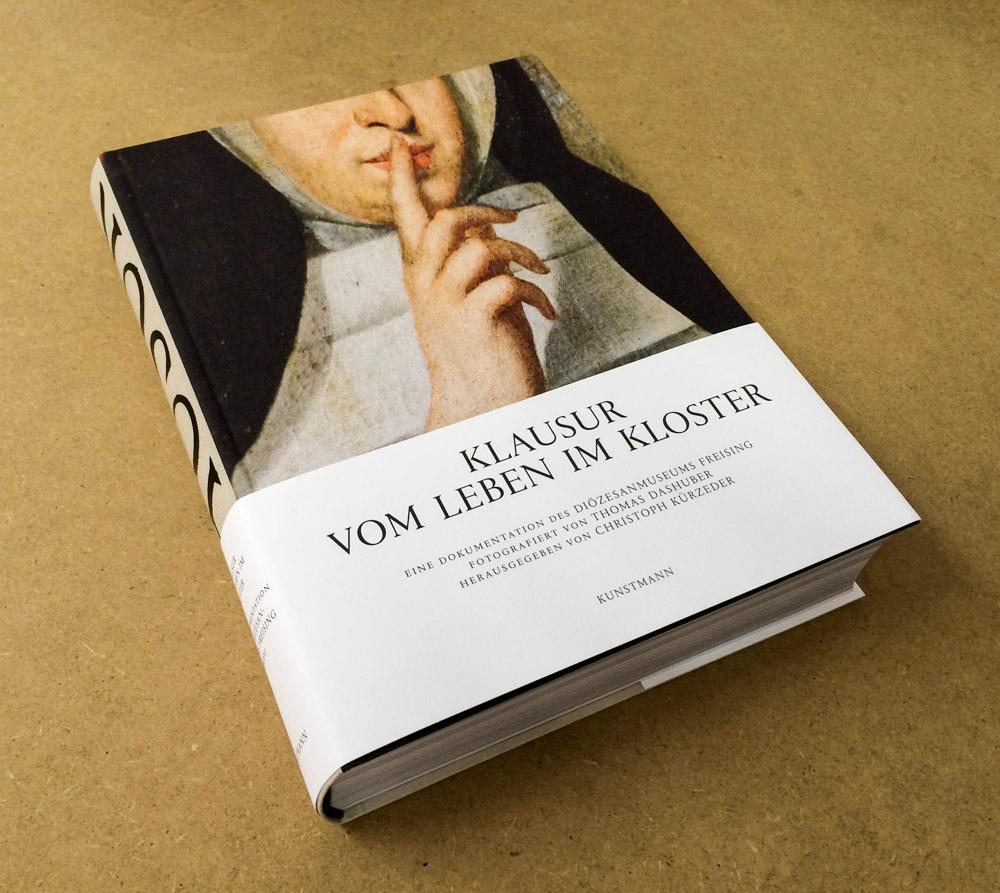 KLAUSUR — VOM LEBEN IM KLOSTER, 608 Seiten, EUR 35, sofort lieferbar, erschienen im Kunstmann Verlag, </br> ISBN 978-3-95614-098-3